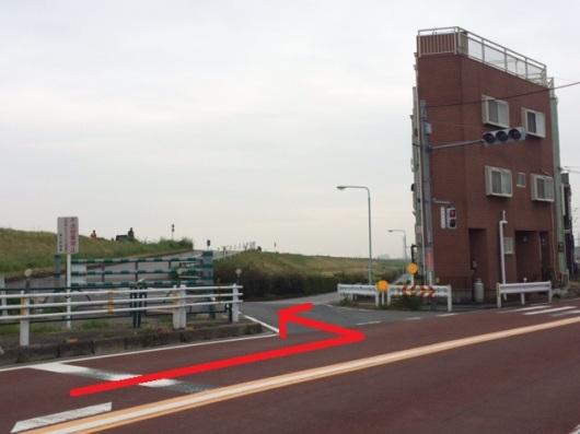 event-shinozakirinji_河川敷駐車場入口(反対方面から)